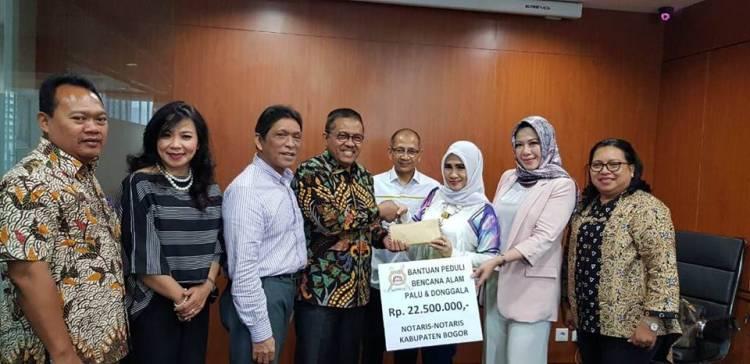 Penyerahan Bantuan untuk Korban Gempa Sulawesi Tengah ( palu dan Donggala ) dari Notaris di Kabupaten Bogor melalui Pengurus Pusat Ikatan Notaris Indonesia